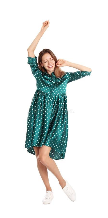 Jovem mulher bonita na dança verde do vestido no branco fotografia de stock