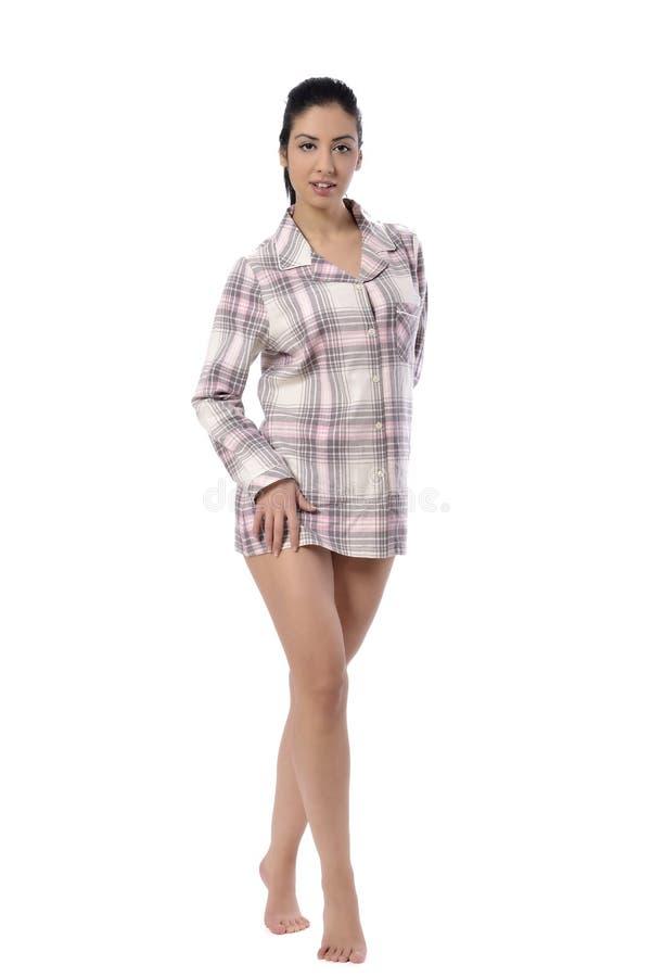 Jovem mulher bonita no pyjama imagens de stock royalty free