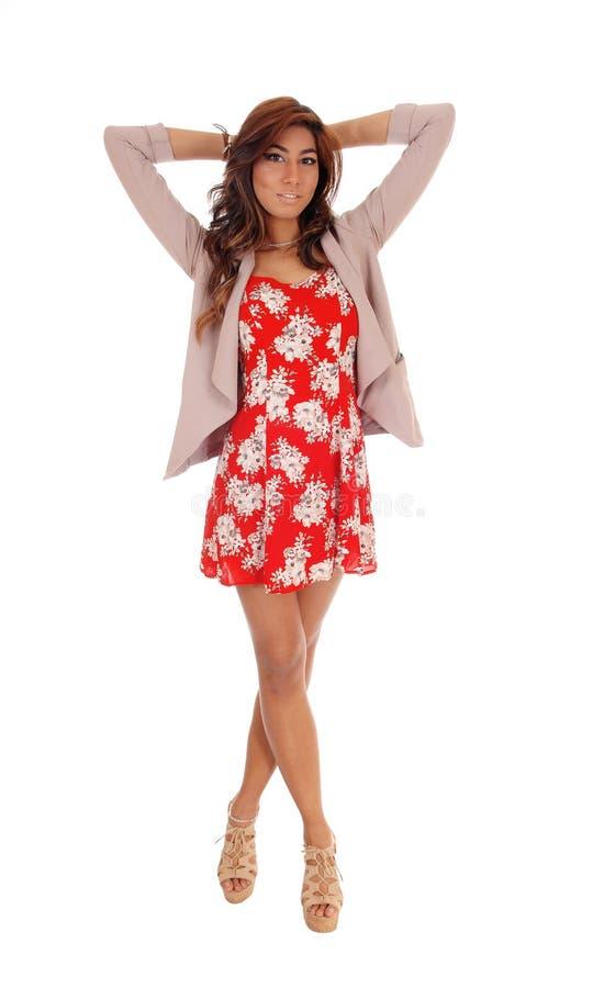 Jovem mulher bonita no vestido e no revestimento imagem de stock royalty free