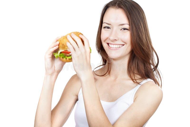 Jovem mulher bonita que guarda o Hamburger foto de stock