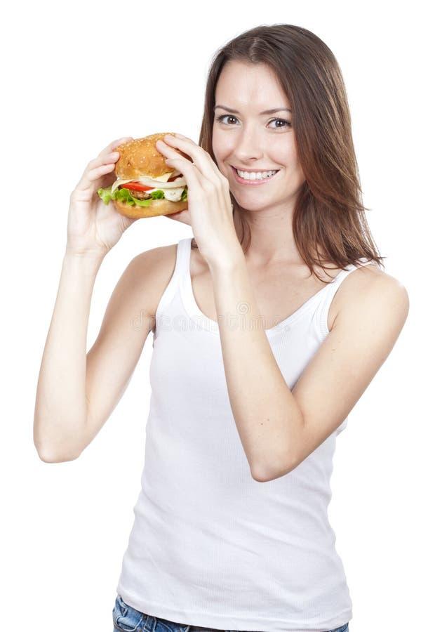 Jovem mulher bonita que guardara o Hamburger foto de stock