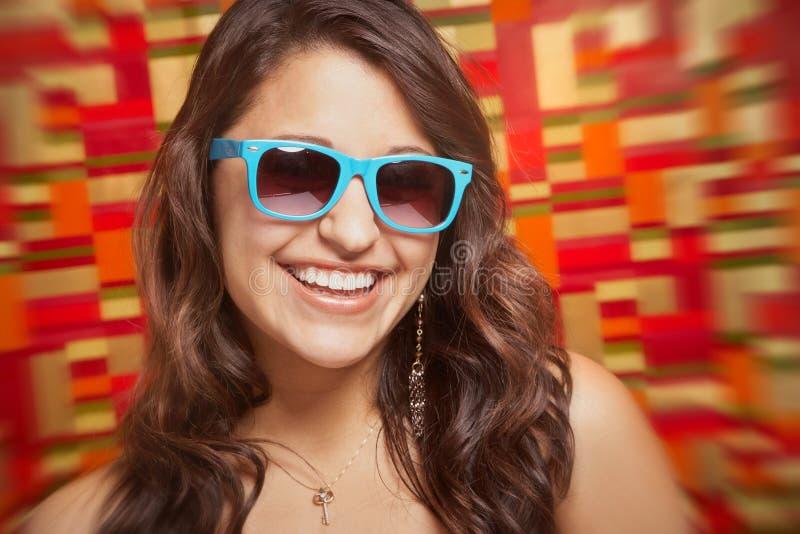 Riso bonito da jovem mulher fotografia de stock royalty free