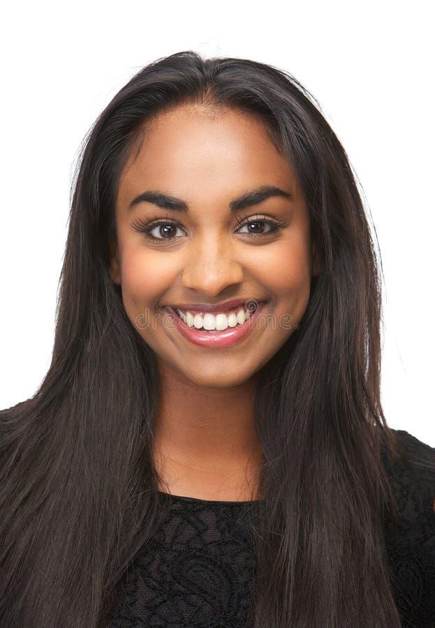 Jovem mulher bonita que sorri no fundo branco isolado fotos de stock royalty free