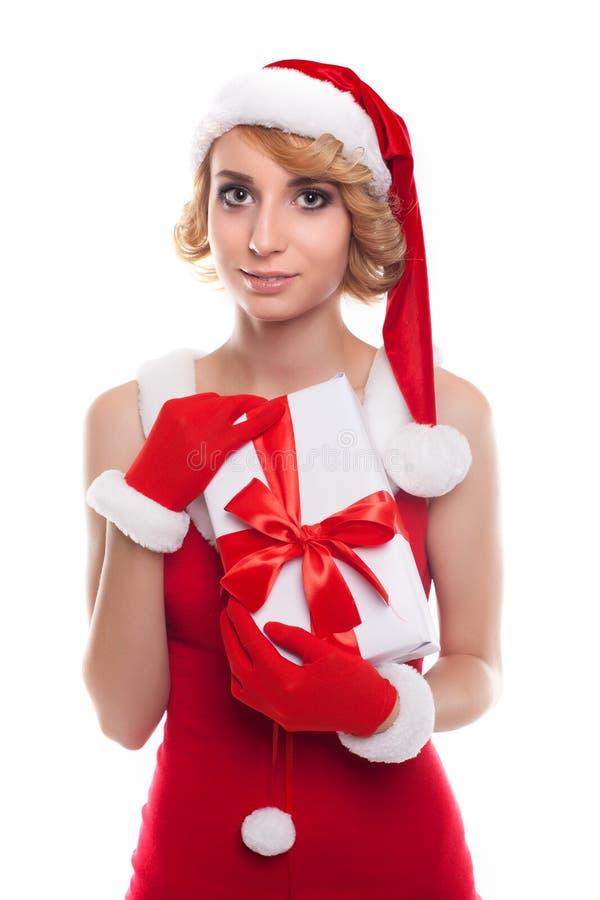 Jovem mulher bonita que veste o traje de Santa Claus que guarda o colorf imagens de stock royalty free