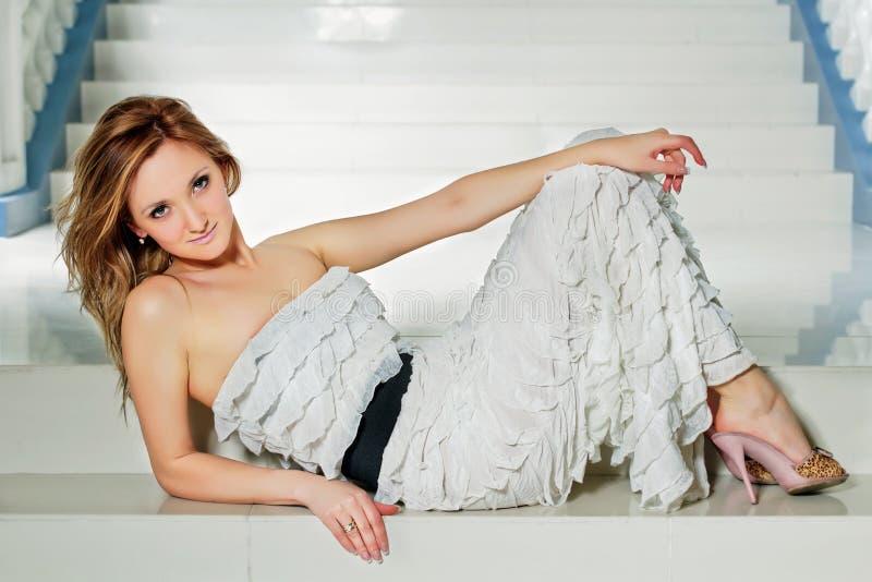 Jovem mulher bonito foto de stock