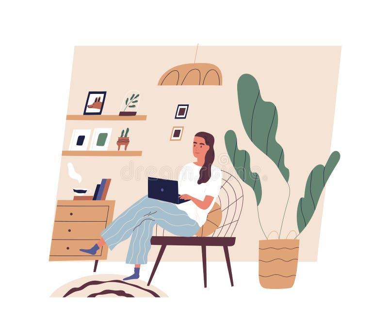 Jovem mulher bonito que senta-se na cadeira confortável com o laptop na sala acolhedor Menina adorável engraçada que trabalha em  ilustração royalty free