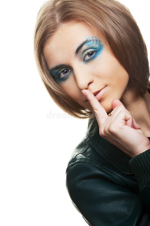 A jovem mulher com brilhante compõe imagens de stock