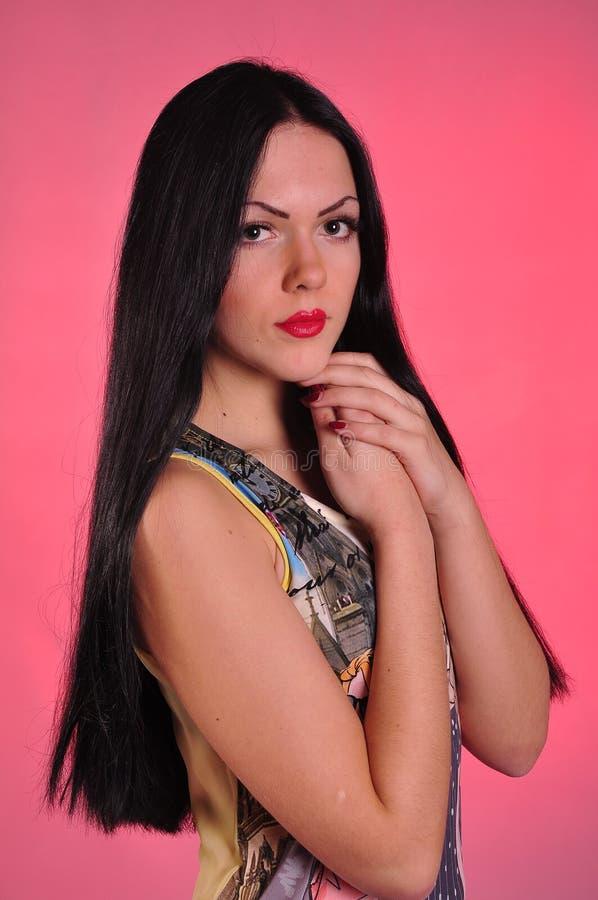 Jovem mulher com cabelo preto longo fotografia de stock