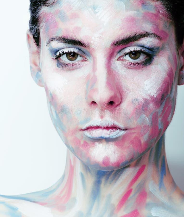 A jovem mulher com criativo compõe como o óleo pintado fotografia de stock royalty free
