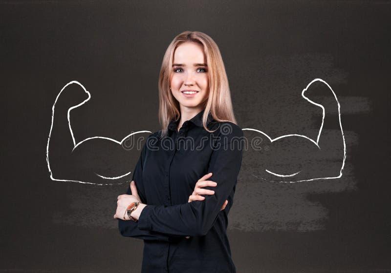 Jovem mulher com mãos poderosas tiradas imagem de stock royalty free