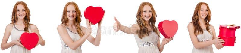 Jovem mulher com o giftbox isolado no branco fotografia de stock