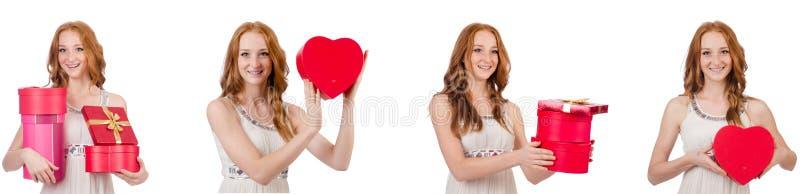 Jovem mulher com o giftbox isolado no branco fotos de stock