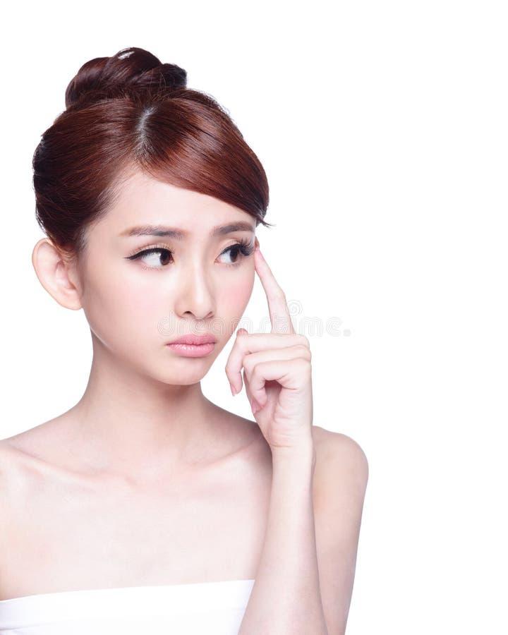 Jovem mulher com pele da saúde imagens de stock royalty free