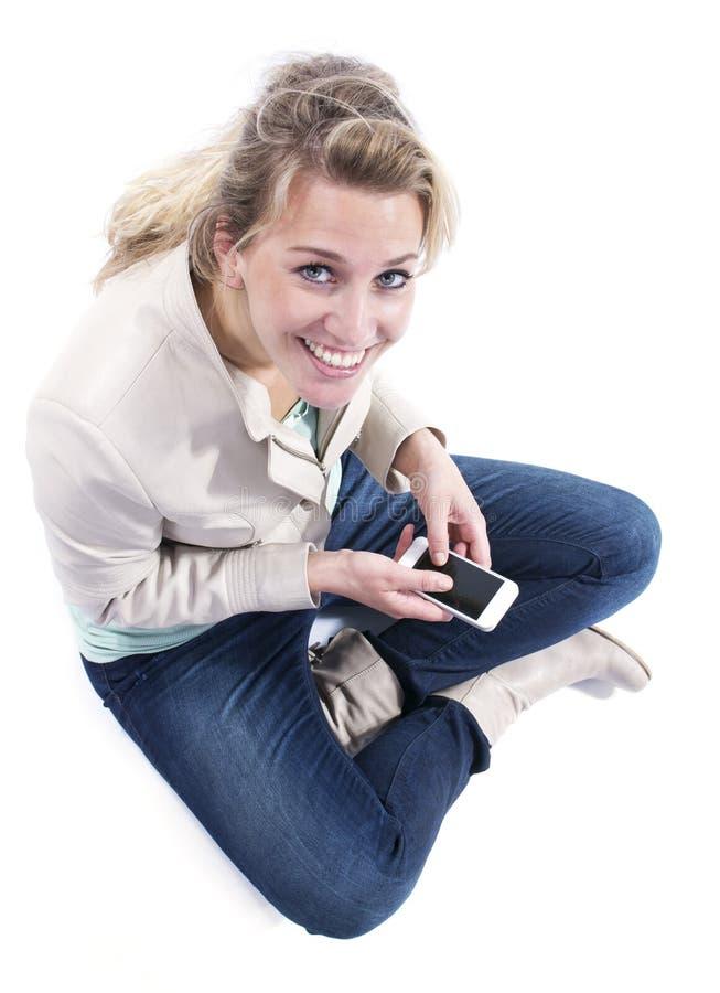 Jovem mulher com smartphone fotos de stock royalty free