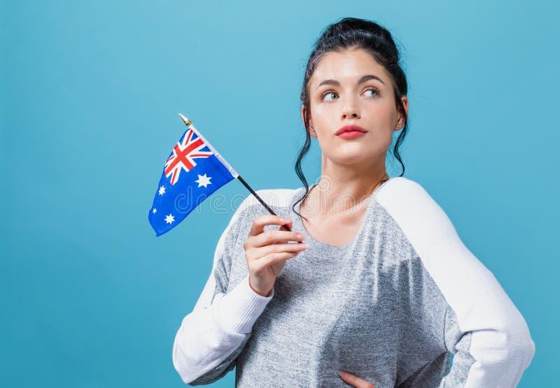 Jovem mulher com uma bandeira australiana foto de stock