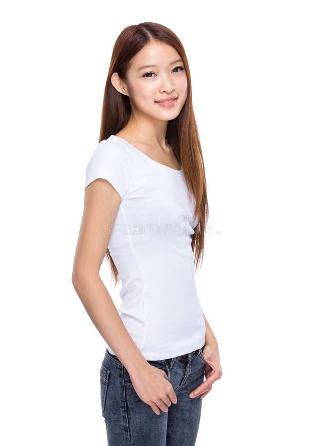 Jovem mulher com vestuário desportivo imagem de stock