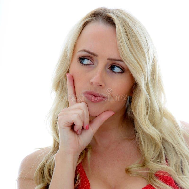 Jovem mulher considerando uma decisão ou uma situação que não é certo de fotografia de stock royalty free