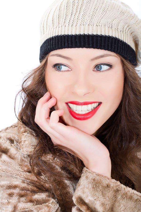 Jovem mulher de sorriso bonita em um revestimento fotos de stock royalty free