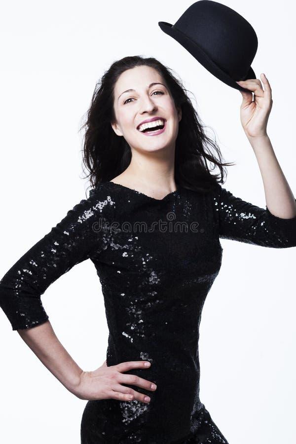 Jovem mulher de sorriso feliz com vestido e o chapéu sequinned fotos de stock royalty free