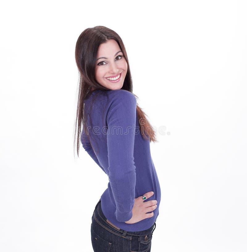 Jovem mulher de sorriso na roupa ocasional Isolado no fundo branco imagens de stock royalty free