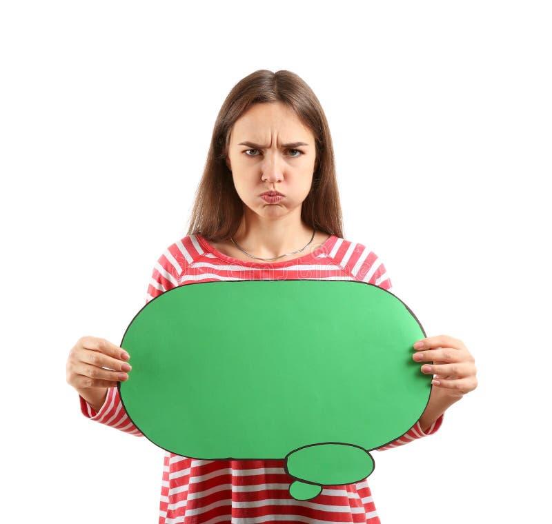 Jovem mulher desagradada com bolha vazia do discurso no fundo branco foto de stock royalty free