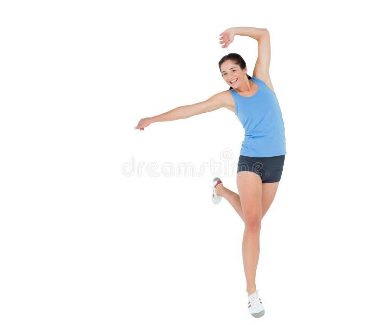Jovem mulher desportiva de Sctive que rejocing sobre o fundo branco imagem de stock royalty free