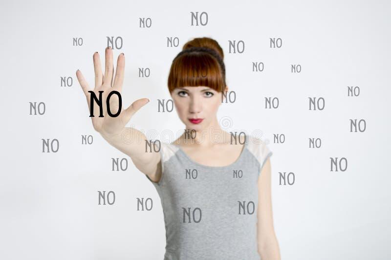 A jovem mulher diz NÃO fotografia de stock royalty free