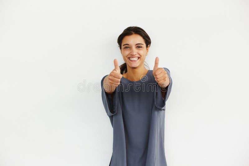 Jovem mulher entusiasmado que dá os polegares acima foto de stock