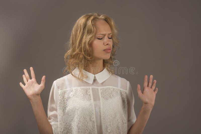 Jovem mulher expressivo foto de stock