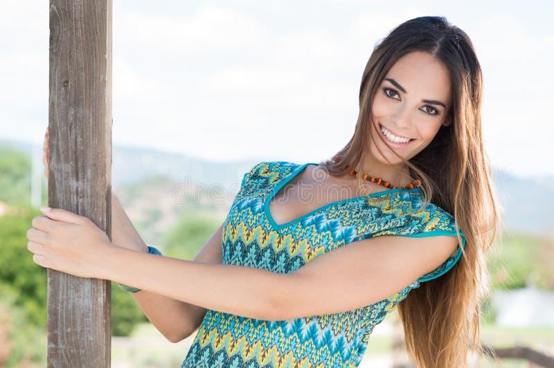 Jovem mulher feliz foto de stock royalty free