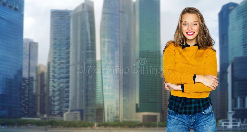 Jovem Mulher Feliz Ou Menina Adolescente Sobre A Cidade Foto De Stock
