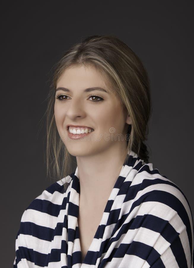 Jovem mulher integral de sorriso fotografia de stock