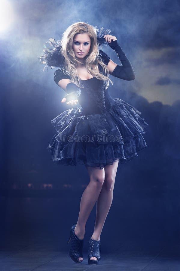 Jovem mulher mágica como a fada imagens de stock