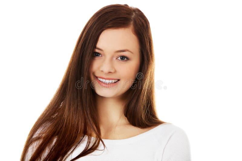Jovem mulher moreno bonita de sorriso fotografia de stock