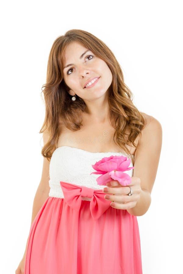 Jovem mulher na fantasia cor-de-rosa da terra arrendada do amor imagem de stock royalty free