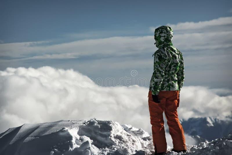 Jovem mulher na neve imagem de stock