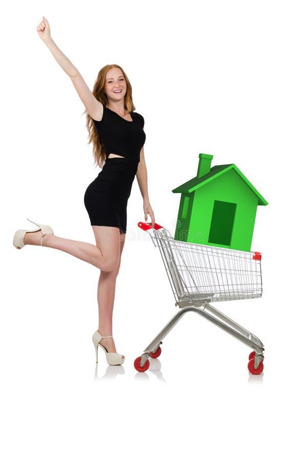 A jovem mulher no conceito de abrigo da hipoteca fotos de stock royalty free