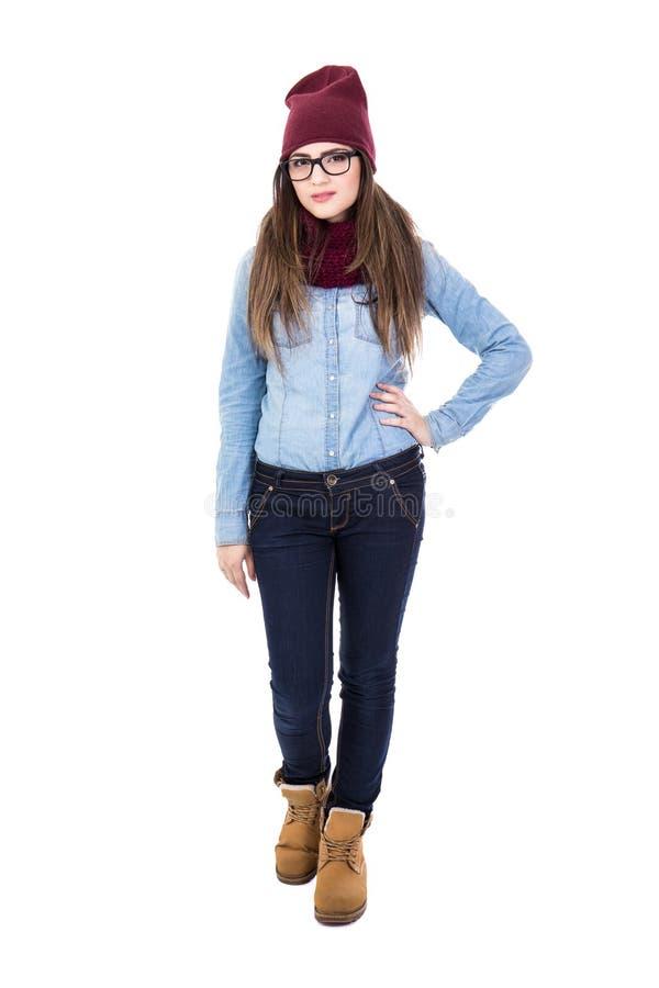 A jovem mulher no inverno veste o levantamento isolada no branco fotos de stock royalty free