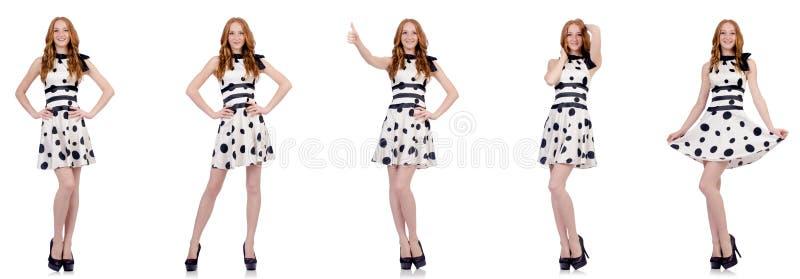 A jovem mulher no vestido do ?s bolinhas isolado no branco ilustração do vetor