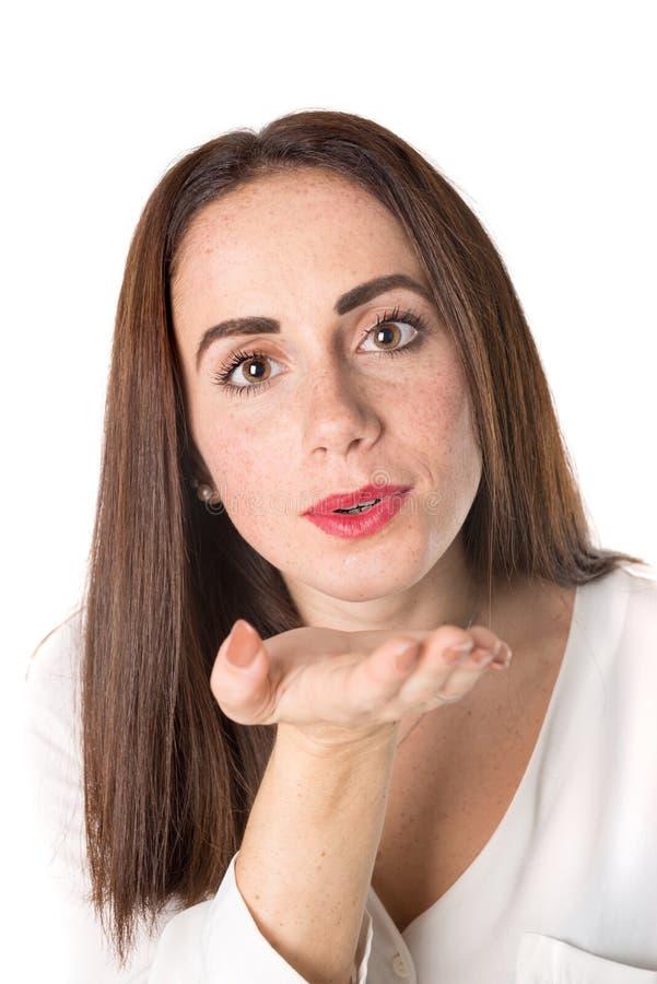 Jovem mulher ocasional que funde um beijo imagem de stock royalty free
