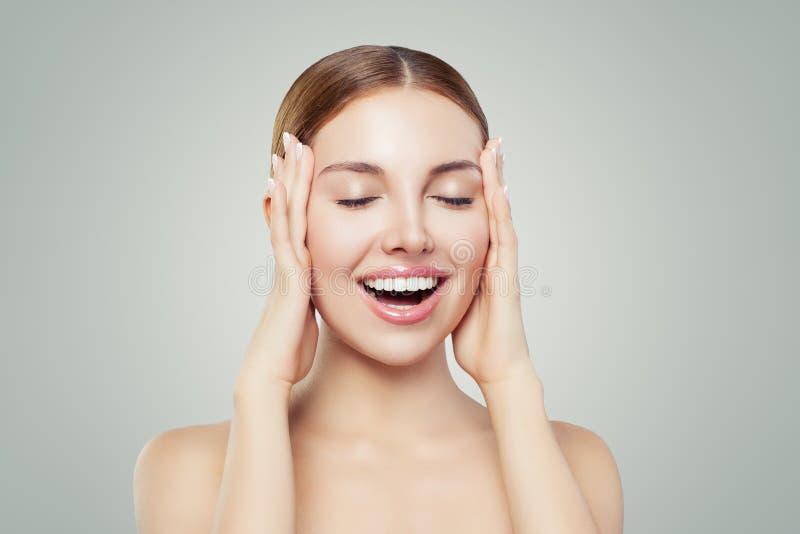 Jovem mulher Portrait modelo Tratamento facial, medicina estética e conceito da cosmetologia imagens de stock