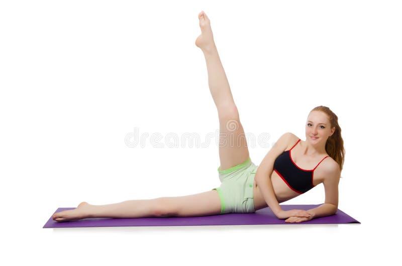Jovem mulher que faz os exercícios do esporte isolados fotografia de stock royalty free