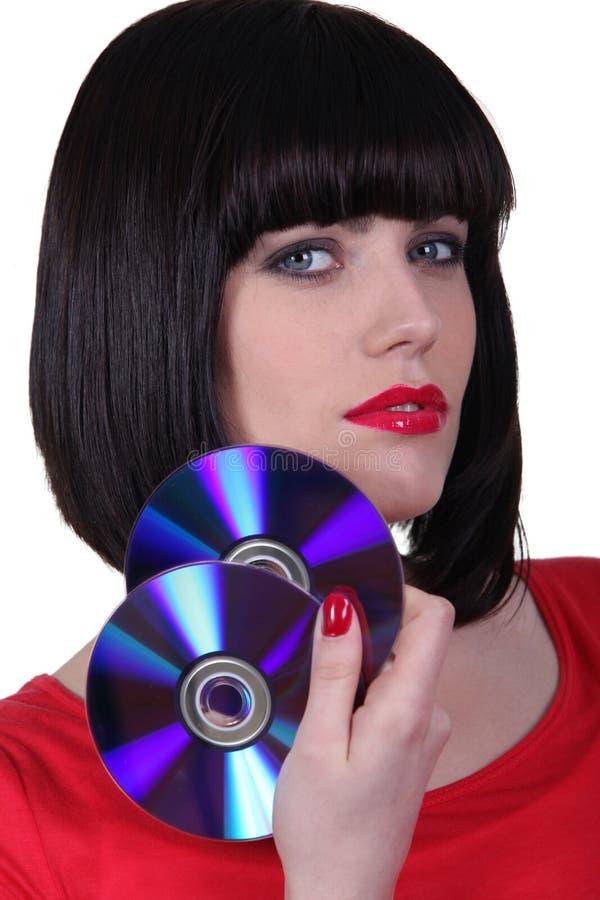 Jovem mulher que guarda CD imagem de stock