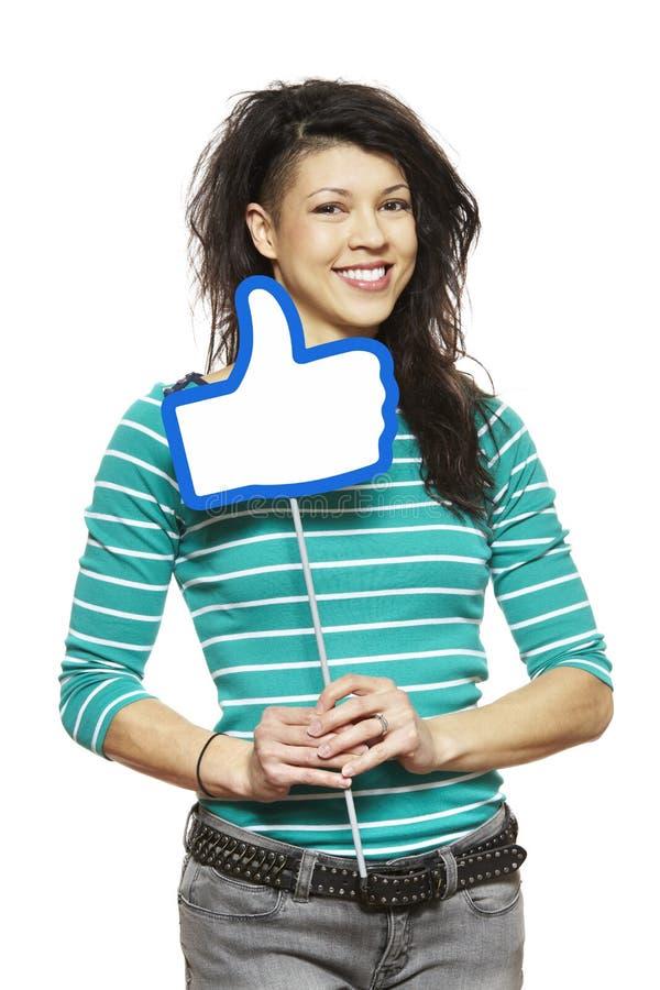 A jovem mulher que guardara meios sociais assina o sorriso imagens de stock royalty free
