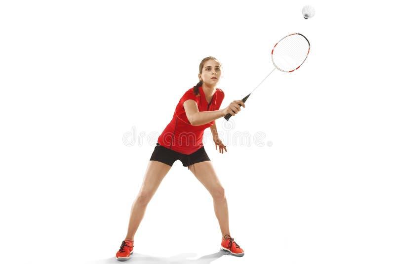 Jovem mulher que joga o badminton sobre o fundo branco imagens de stock royalty free