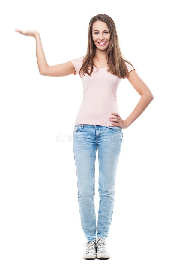 Jovem mulher que mostra algo imagens de stock royalty free