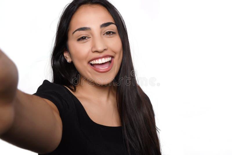 Jovem mulher que toma o selfie imagens de stock