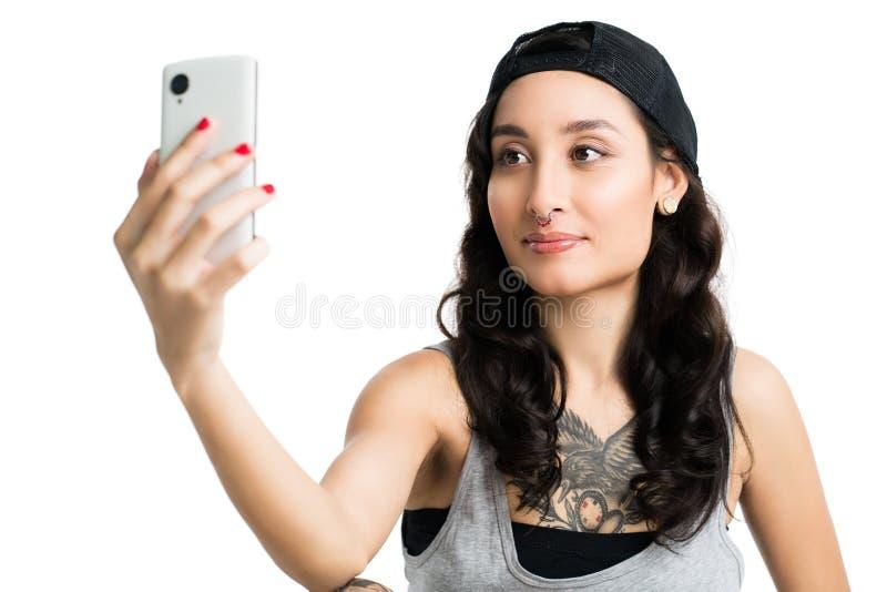 Jovem mulher que toma um selfie imagens de stock