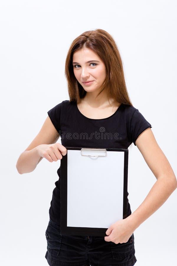 Jovem mulher segura bonita que guarda a prancheta imagem de stock