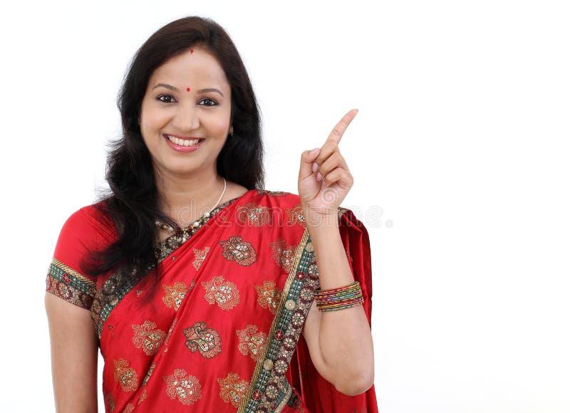 Jovem mulher tradicional de sorriso imagem de stock royalty free